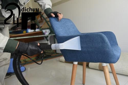 giặt ghế sofa bằng phương pháp hút