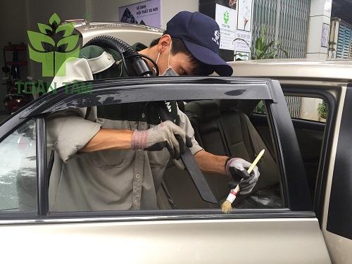 vệ sinh nội thất xe hơi